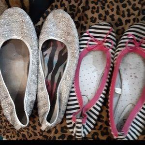 🌻🌲🎅 2 pairs of girls flats sz 3
